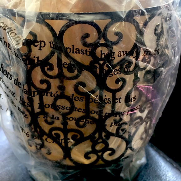 Bath and Body works 3 wick candle heart pedestal